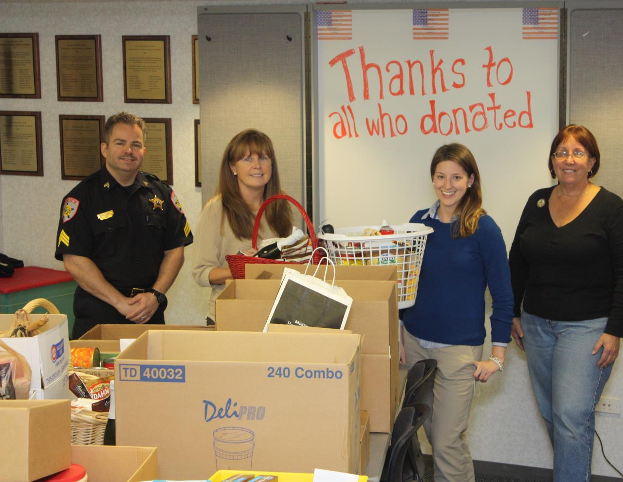 Thanksgiving food drive baskets (2)